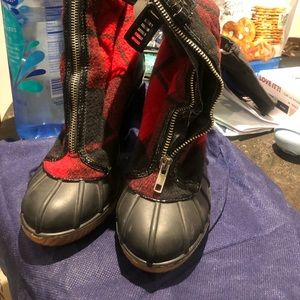 Red and black lumberjack boots with heel